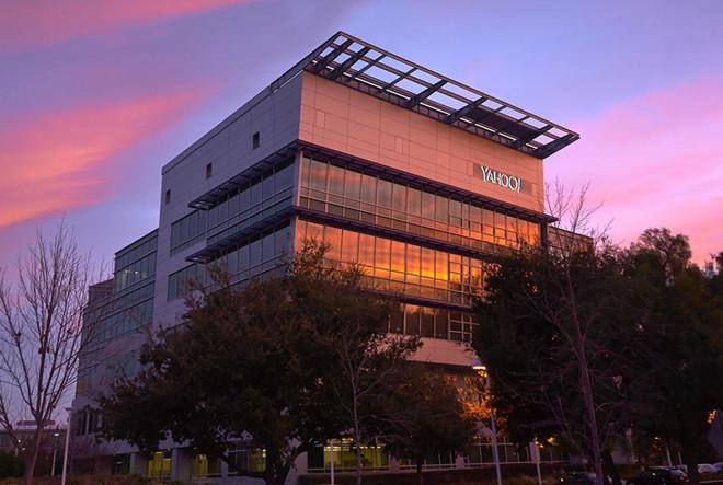 2 thập kỷ yêu - ghét cùng Yahoo