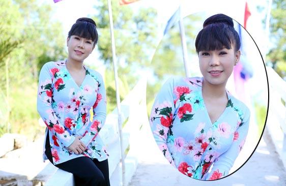 Việt Hương diện áo bà ba, giản dị về quê làm từ thiện