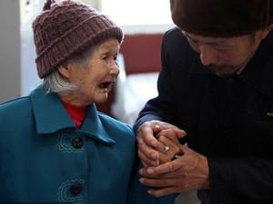 Cụ bà 98 tuổi dọa tự tử vì tình yêu bị ngăn cản