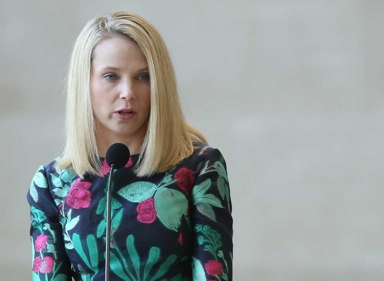 Nhân viên Yahoo cạn lòng tin vào CEO nữ xinh đẹp