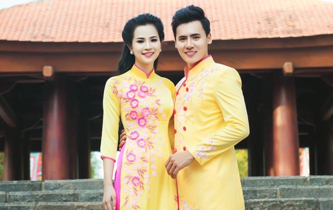 Cặp đôi ton-sur-ton với sắc vàng sang trọng của Áo dài cưới Tommy Nguyễn