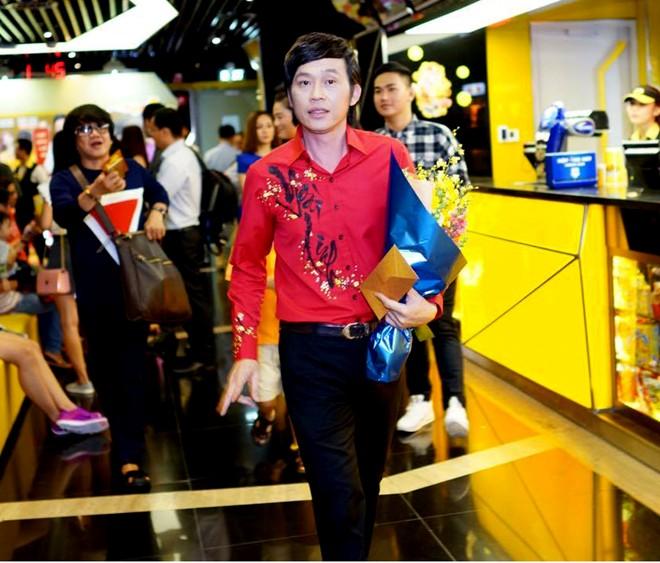 Hoài Linh - Việt Hương xuất hiện muộn tại buổi ra mắt phim