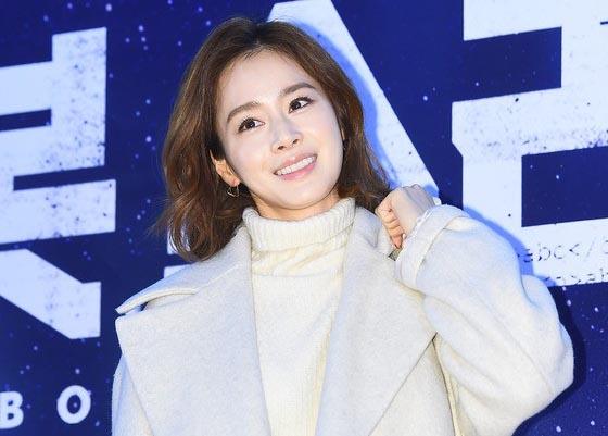 Kim Tae Hee đọ nhan sắc với đàn chị