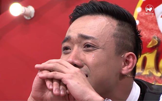 """Trấn Thành rơi nước mắt trong show """"chọc cười"""""""