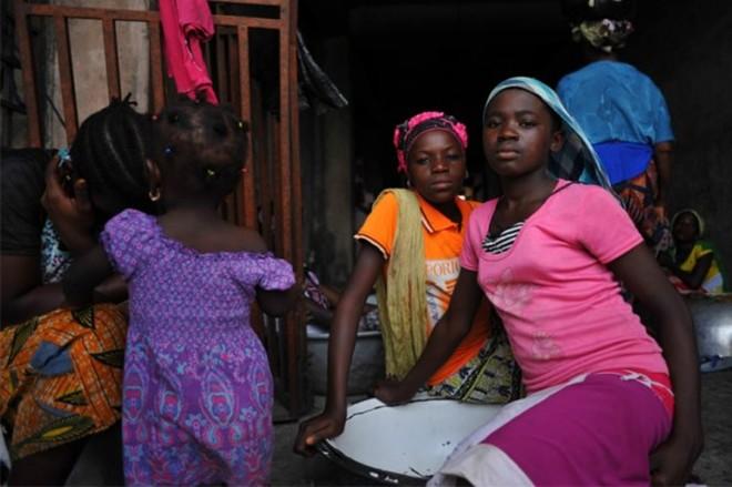 Những cô gái bốc vác thuê ở Ghana