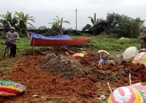 Kẻ gian đào mộ, lấy một phần cơ thể cụ bà 93 tuổi