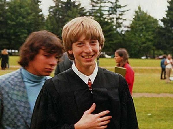 """Bill Gates từng hack máy tính nhà trường vì """"sĩ gái"""""""