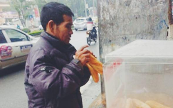 Sau Sài Gòn, tủ bánh mỳ từ thiện đầu tiên đã xuất hiện ở Hà Nội