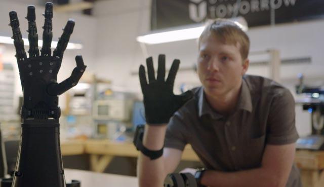 9X chế tạo thành công cánh tay điều khiển bằng suy nghĩ