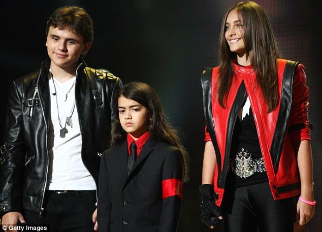 7 năm sau khi cha đột tử, những đứa trẻ của Michael Jackson sống thế nào?