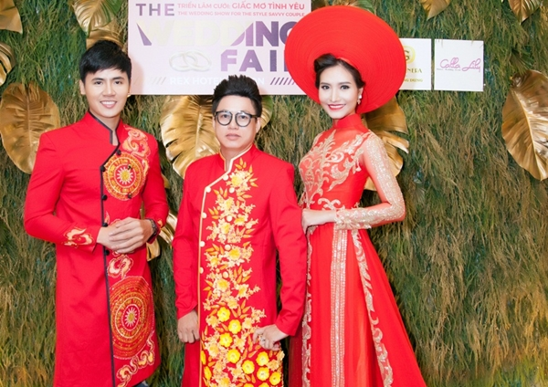 Hồ Văn Phúc cùng Dương Hiểu Ngọc rạng rỡ trước giờ trình diễn BST của NTK Tommy Nguyễn