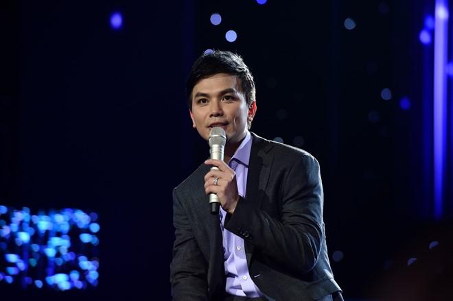 Mạnh Quỳnh xúc động hát về vợ trong live show
