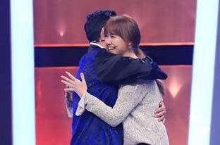 Trấn Thành - Hari Won bị chọc quê trên sân khấu Người bí ẩn