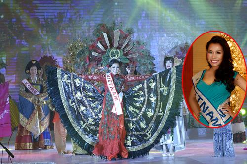 Kelly Trang Trần đoạt giải trang phục dân tộc tại Mrs World