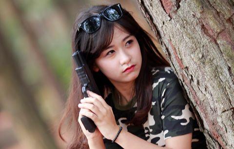 Đánh mất bản sắc Việt khi chụp kỷ yếu 'Hậu duệ mặt trời'?