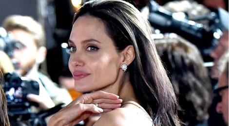 Angelina Jolie bị nghi gầy gò vì mắc bệnh lạ