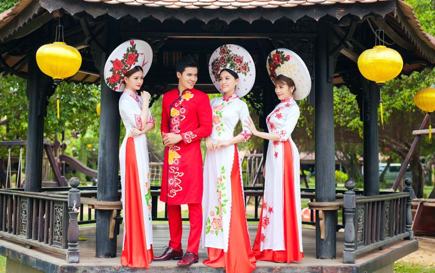 Áo dài cưới Xuân Hè 2017 tràn đầy sức sống của NTK Tommy Nguyễn