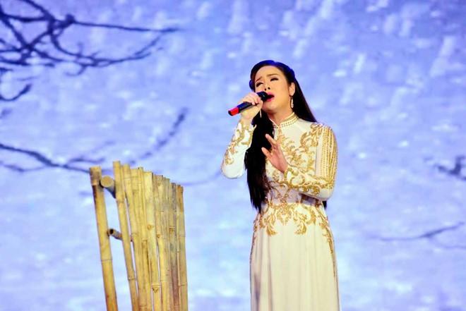 """Nhật Kim Anh khiến Giao Linh xúc động khi hát """"Lòng mẹ"""""""