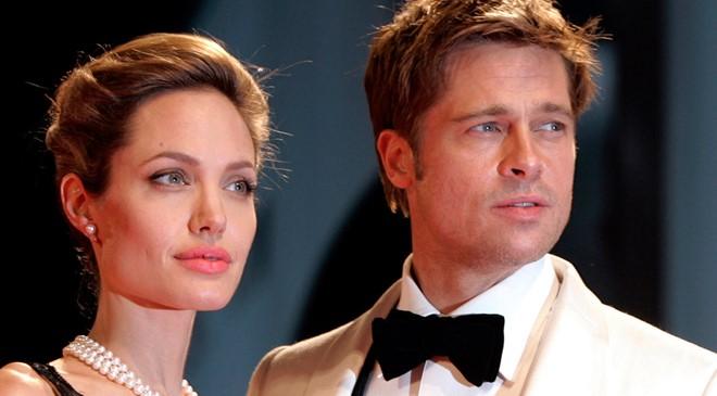 """""""Gái hư"""" Angelina gặp """"trai vàng"""" Brad Pitt như thế nào?"""
