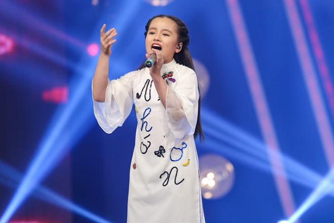 """Cô bé xinh xắn của Vietnam Idol Kids khiến Isaac """"rung động"""""""