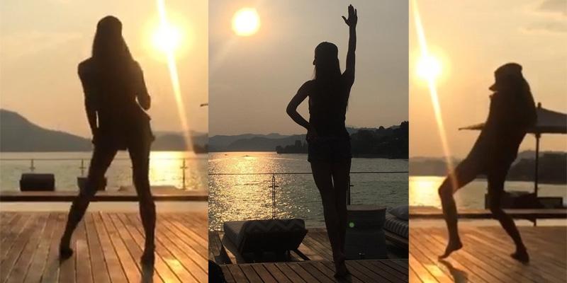 Victoria Beckham trẻ trung và đáng yêu trong clip nhảy múa dưới hoàng hôn