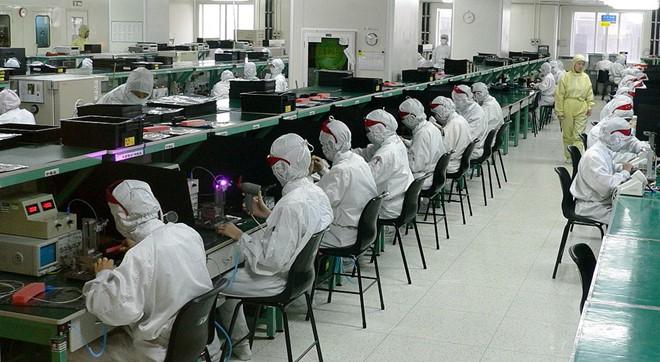 60.000 công nhân bị thay thế bởi người máy tại Foxconn