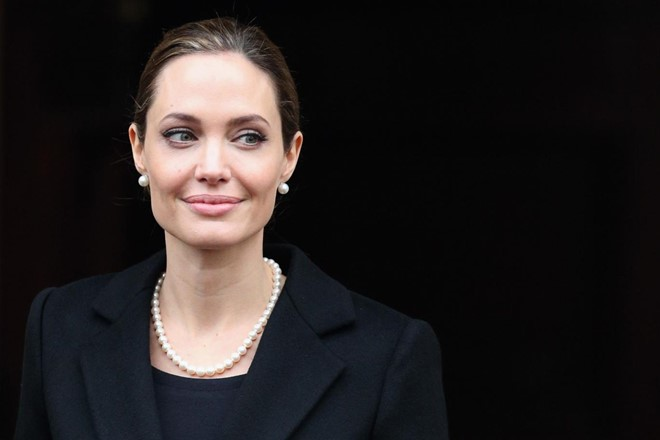Dư luận mỉa mai Angelina Jolie làm giáo sư thỉnh giảng