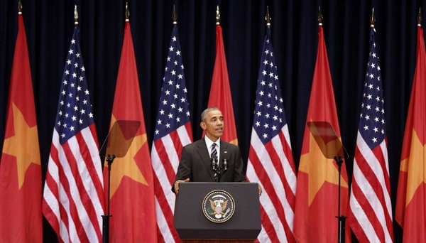 Máy nhắc chữ Obama dùng khi phát biểu trước 2.000 người ở Hà Nội