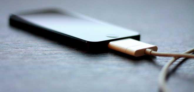 Smartphone đang sạc có thể bị hack