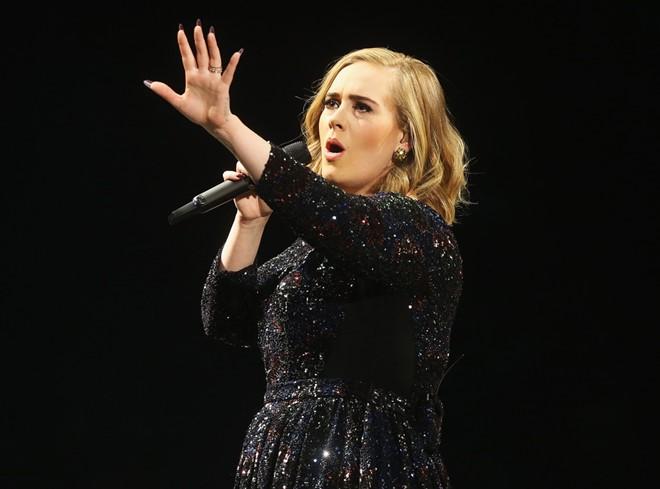 Adele yêu cầu fan không quay phim ở concert
