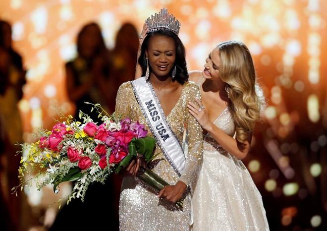 Nữ sĩ quan quân đội đăng quang Hoa hậu Mỹ 2016