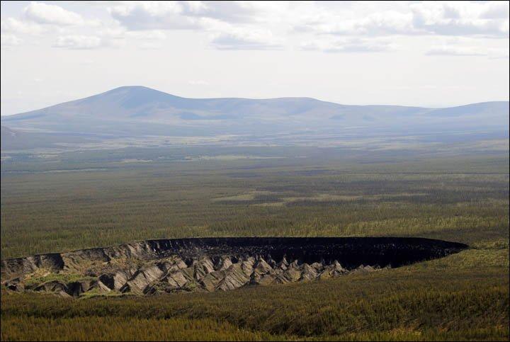"""Bí mật trong """"cổng địa ngục"""" ở Siberia"""