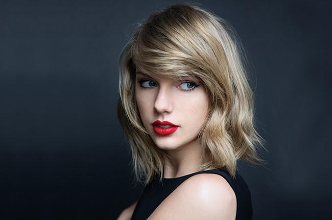 Taylor Swift cùng 180 nghệ sĩ đối đầu với YouTube