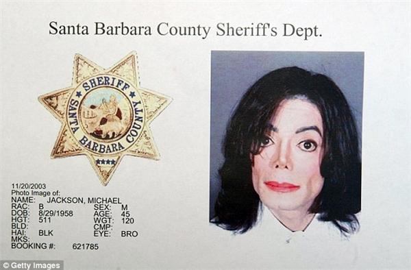 Hé lộ căn phòng bí mật chứa văn hóa phẩm đồi trụy của Michael Jackson