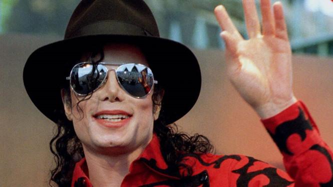 Michael Jackson được người thân bảo vệ trước bê bối tình dục