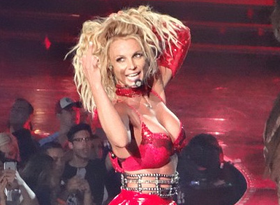 """Britney Spears khoe thân hình săn chắc với loạt đồ diễn """"kiệm vải"""""""