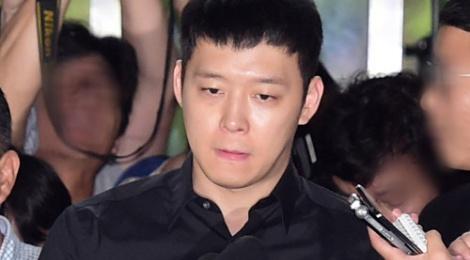 Park Yoochun đã có mặt tại sở cảnh sát vì án hiếp dâm ở bar