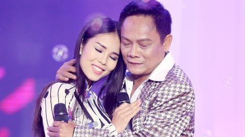 Nghệ sĩ hài Tấn Hoàng bị tắt tiếng vẫn lên sân khấu hát