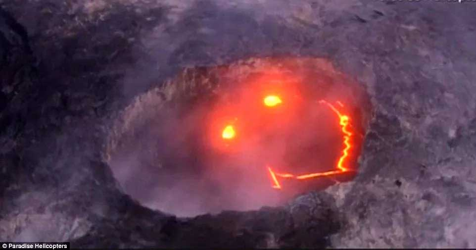 """Kinh ngạc hình ảnh núi lửa… """"biết cười"""""""