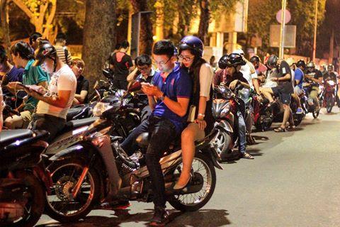 Trắng đêm đi bắt Pokemon ở trung tâm Sài Gòn