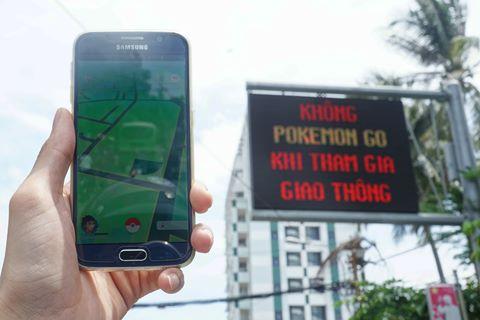Bảng điện tử ở TP HCM đồng loạt cảnh báo Pokemon Go