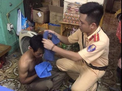 Chủ tịch nước viết thư khen cảnh sát giúp dân trong mưa bão