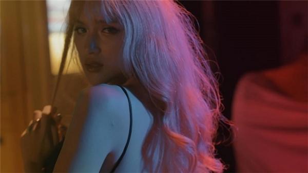 """Hương Giang Idol thẳng thắn lên tiếng khi MV mới bị Cục """"tuýt còi"""""""