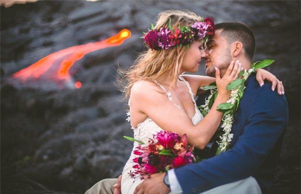 """Vừa thích thú vừa """"rớt tim"""" với bộ ảnh cưới chụp cùng… núi lửa"""