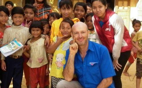 Người đàn ông Pháp 7 năm dạy học miễn phí cho trẻ em nghèo