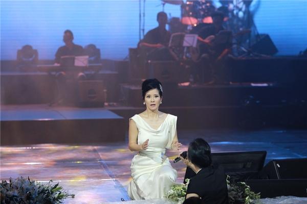 """Diva Hồng Nhung """"đứng hình"""" khi bất ngờ gặp """"cao thủ"""""""