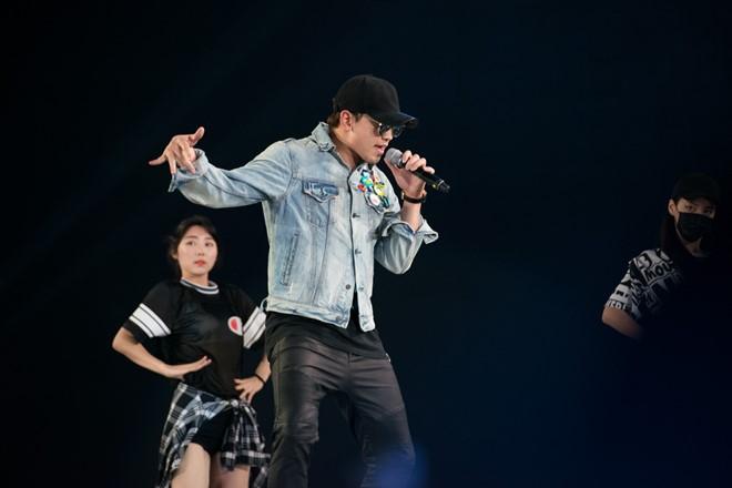 Bi Rain khoe vũ đạo trên sân khấu tổng duyệt HHVN