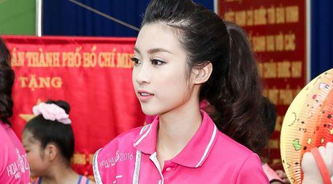 Hoa hậu Mỹ Linh đón trung thu sớm cùng trẻ mồ côi