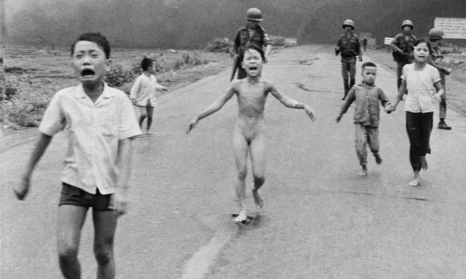 Mark Zuckerberg bị chỉ trích vì gỡ bức ảnh chiến tranh VN