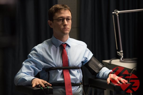 """""""Snowden"""": Kẻ phản bội nước Mỹ khiến cả thế giới rúng động"""